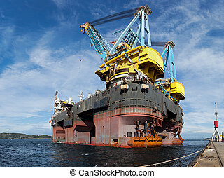 Floating crane vessel - One of the worlds largest floating...