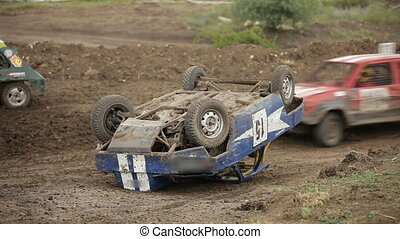 Vintage car overturned - Racing without rules for vintage...