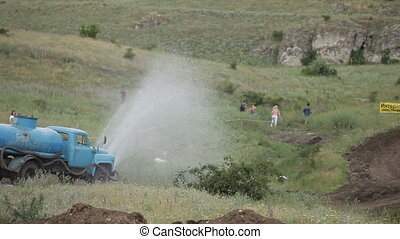 Complicate conditions - Firefighter pours racing the highway...