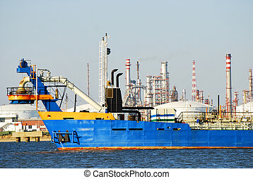 Carrier ship, industry in Spain - Carrier ship and oil i gas...