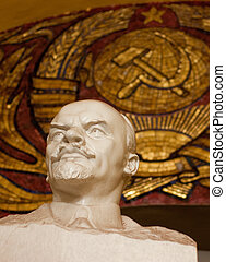 Lenin statue in Moscow underground - Statue of communist...
