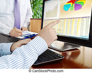 Analyzing data on computer. - Analyzing financial data and...