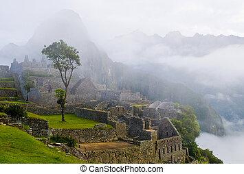 Machu Pichu - View of the archeological site of Machu Pichu