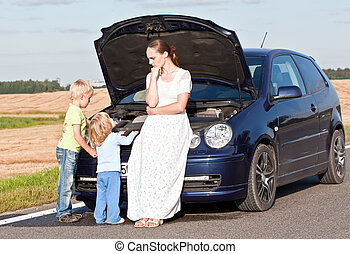 Problems with the car - Young white female with two children...