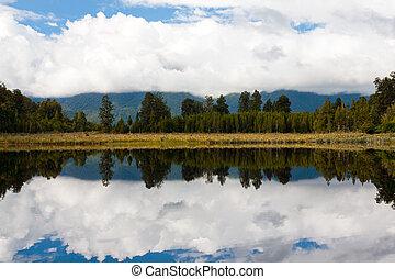 Lake Matheso - Dramtic reflections on Lake Matheson near Fox...