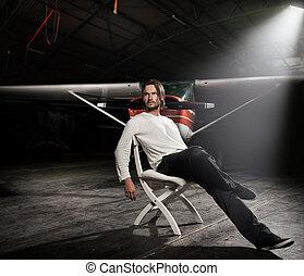bonito, homem, sentando, frente, avião