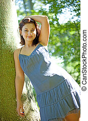 Junge Frau im Wald - Potrait