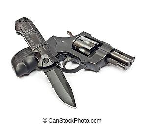 cuchillo, revólver