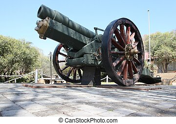 Howitzer Gun from WW2 - An old 6 inch British Howitzer gun...