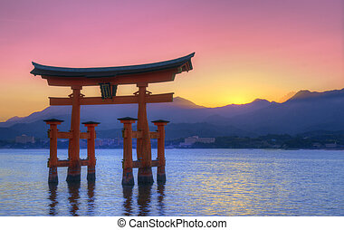 Miyajima Otorii - The Floating Otorii gate at Miyajima,...