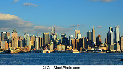 Manhattan Skyline viewed from across the Hudson River