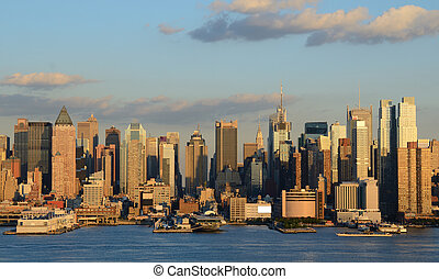 Manhattan Skyline viewed from across the Hudson River.