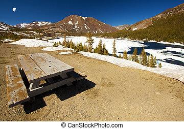 Picnic - A picnic spot at the Yosemite national park