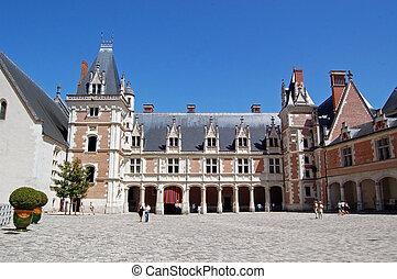 The Royal Ch?teau de Blois is located in the Loir-et-Cher...
