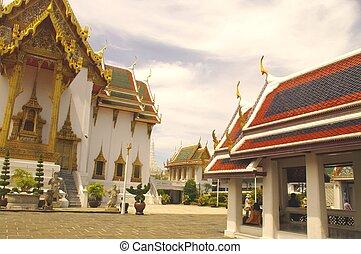 Palace Dusit Maha Prasat - The Dusit Maha Prasat Palace was...