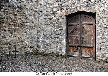 Courtyard of Kilmainham Gaol - Kilmainham Gaol (Pr?os?n...