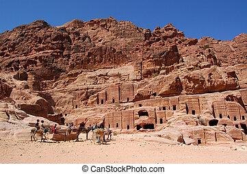 Petra, Lost rock city of Jordan - Petra's temples, tombs,...