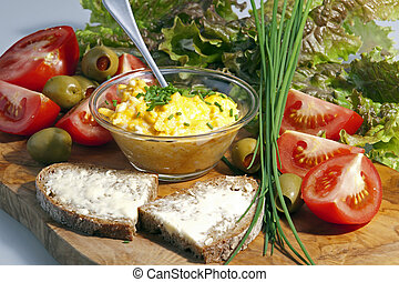 Breakfast platte with eggs and tomatoes