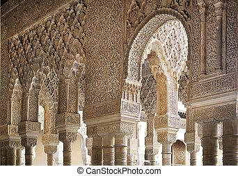Alhambra, Nasrid columns