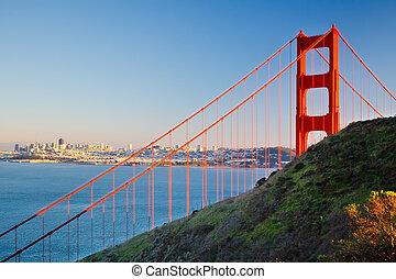 Golden Gate Bridge and city of Sun Francisco - Golden Gate...