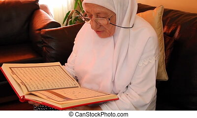 muslim woman 9 - Muslim women read the Quran, shoot Canon 5D...