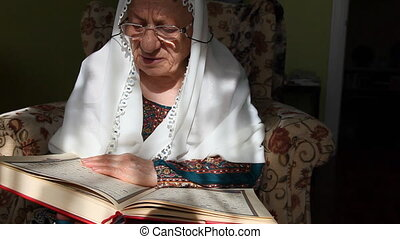muslim woman - Muslim women read the Quran, shoot Canon 5D...