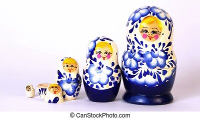 Matrioshka dolls placed in row and taken apart, time lapse
