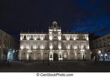 Catania by night - Urban square Piazza dell Universita in...