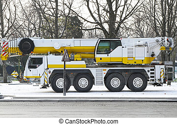 Mobile crane for heavy weight lift truck