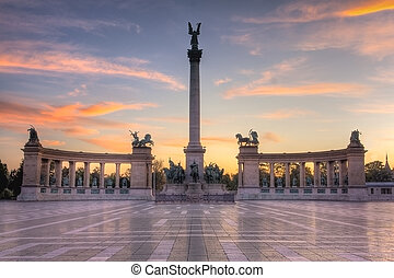 Heroes Square Budapest Sunrise - Tonemapped HDR conversion...