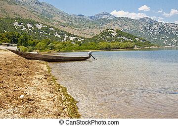 Wooden boat - Skadarsko lake