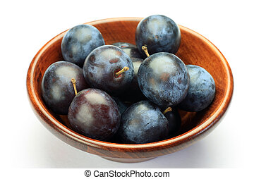 prune - I put many prunes in wooden tableware and I took it...