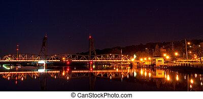Lift bridge at Night - The lift bridge in Stillwater...