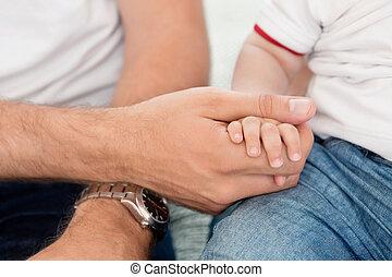 criança, pai, segurando, mão