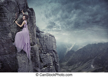 Conceitual, foto, mulher, escalando, topo, montanha
