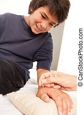 Shonishin Acupuncture with Yoneyama Tool - Young male...