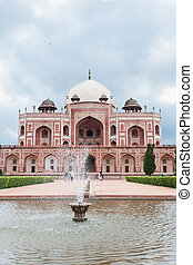 Humayuns tomb fountain, Delhi, India - Humayuns tomb in...