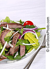 beef sirloin strips mixed with green salad