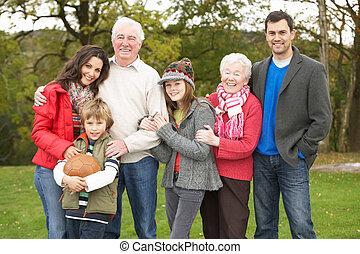 extendido, familia, grupo, en, caminata, por, campo