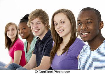 grupo, de, adolescente, amigos, en, estudio