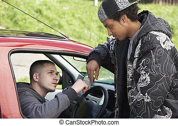 joven, hombre, tratar, drogas, De, coche