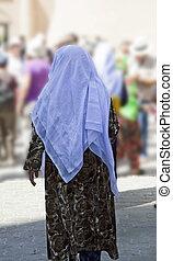 Uzbekistan, woman in traditional costume