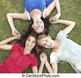 Gruppe, mädels, Auf, schauen, fotoapperat,  Teenager