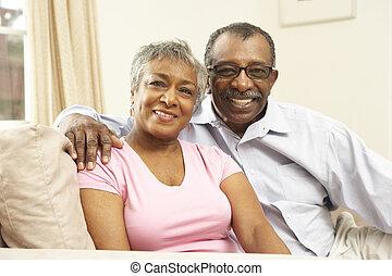 personne agee, couple, délassant, à, maison,...