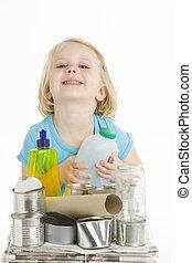 niño, Porción, con, reciclaje