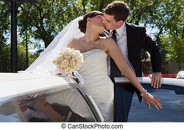 casório, par, beijo