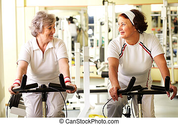 Senior friends in gym - Portrait of two senior women in good...