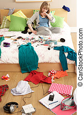 adolescente, niña, en, desordenado, dormitorio