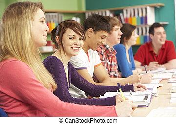 adolescente, estudantes, estudar, em, sala aula