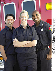 portrait, Infirmiers, debout, devant, ambulance